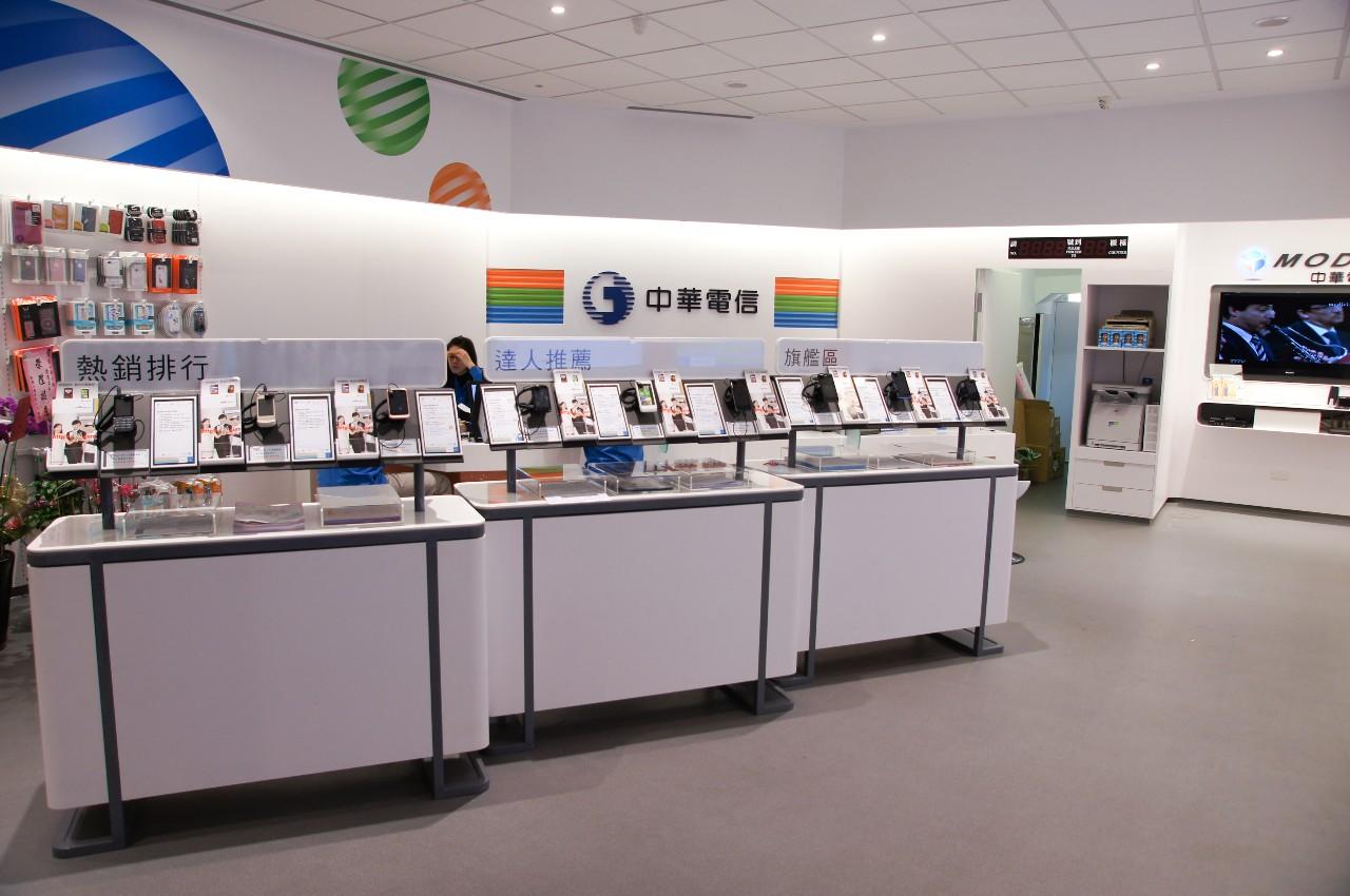 中華電信開設以行動業務為主的行動專門店,打造全新型態的電信門市__台大智活iNSIGHT以設計思考驅動創新,為企業創造價值